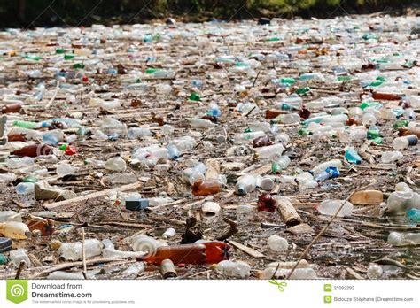 D'où viennent les microplastiques qui polluent nos océans ?
