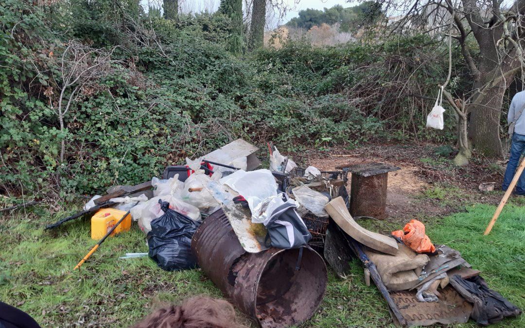Ramassage des déchets berges de l'huveaune